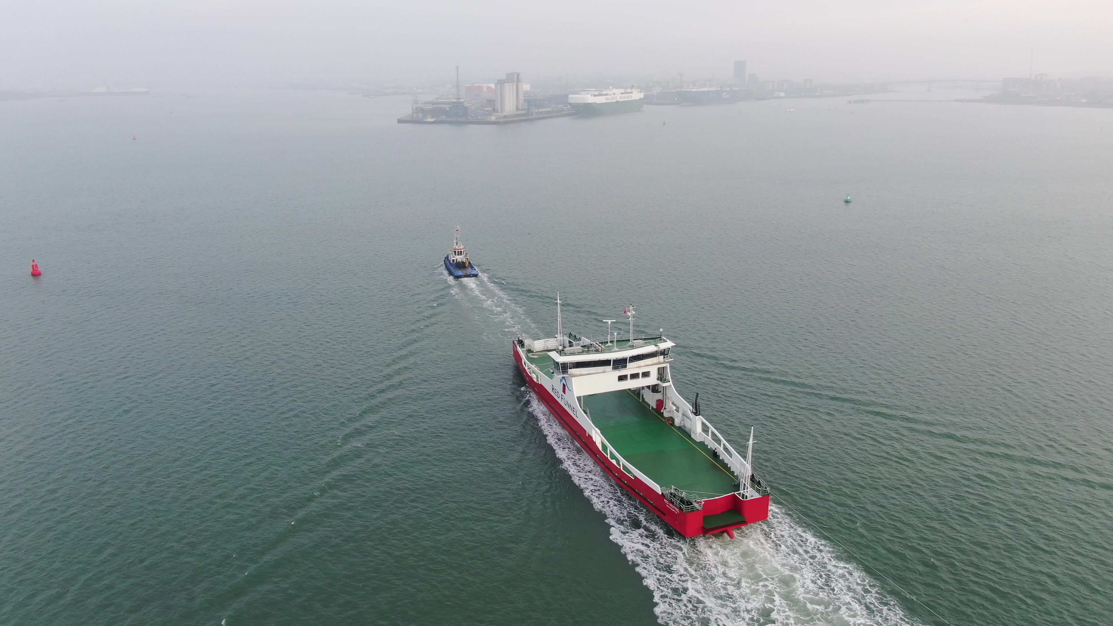 Willpower towing Red Kestrel into Southampton